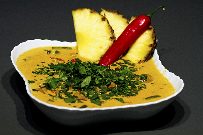 Thai red curry med svinekjøtt og ananas